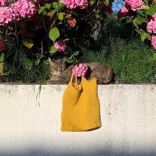Meet our lightweight shopper Lin 😸 !  Available in various colors online @zamtprojects.com 💥   #ZAMT #ZAMTBerlin #shopper #sustainable #slowfashion #madeinBerlin #linen #baglovers #consciouschoices #cat