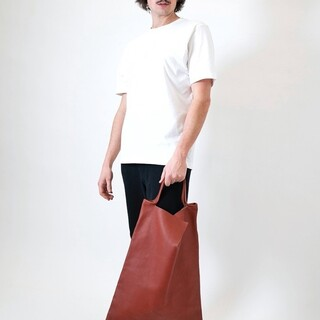 Minimalism at its best!   Our oversized shopper Rin in vegetable tanning has arrived in store!! Available in bordeaux and black.                      #Rin #ZAMT #ZAMTberlin #sustainability #ecofriendly #sustainable #sustainableliving #sustainablefashion #slowfashion #consciousfashion #buylesswearmore #buylessbutbetter #qualityoverquantity #madeinberlin #shopper totebag #sustainablefashionbrand #baglovers #ecobags #handmade #vegtanned #leather #productdesign #ethicalfashion #smallbrand #minimalist #madewithlove #supportsmalllabels