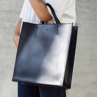 the modern Mary Poppins bag            #ZAMT #ZAMTberlin #shop #Berlin #slowfashion #sustainable #eco #fair #vegtanned #leather #bags #trend #fashion #travel #original #container #finch #modern