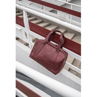 SACHA - Making the escape for the weekend or the business trip just so much more enjoyable. Made with 100% pure vegetable-tanned leather. Now also available in bordeaux @zamtprojects.com 💥  #ZAMT #ZAMTberlin #sustainable #leather #vegtanned #travel #weekender #businesstrip #leatheressential
