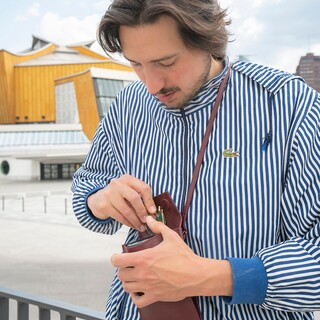 BATU - our neck bag keeps your phone safe.  Made with 100% pure vegetable tanned leather.  Check @zamtprojects.com for more colors.   #ZAMT #ZAMTberlin #sustainable #leather #vegtanned #travel #neckbag #phone #kulturforum #BerlinerPhilharmonie #Berlin